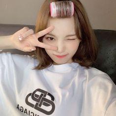 I Love Girls, Cool Girl, Korean Girl, Asian Girl, Yoon Sun Young, Forever Girl, Japanese Girl Group, Aesthetic Hair, Cute Icons