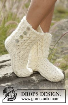 Walk in the Clouds - Knitted slippers with cables and garter stitch in DROPS Eskimo. - Free pattern by DROPS DesignNordic Mart - DROPS design one-stop source for Garnstudio yarns, free crocheting and knitting patterns, crochet hooks, buttons, knittin Baby Knitting Patterns, Knitting Stitches, Knitting Socks, Free Knitting, Sweater Patterns, Knitting Ideas, Finger Knitting, Knitting Tutorials, Knitting Machine