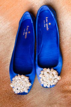 royal-blue-wedding-shoes-with-pearls. Gorgeous wedding shoe