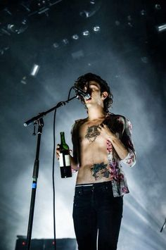 I thought I was going to die last night. My heart was beating so fast. Matty looked so fine. And that voice.