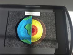 """We are on to our next planet """"Earth"""". To help the kids memorize the layers of the Earth I made them a felt layers of the Earth puzzle. Earth Science Projects, Earth Science Activities, Montessori Science, Geography Activities, Toddler Learning Activities, School Art Projects, Earth Layers Model, Science Experience, Globe Projects"""