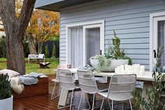 This lovely light and airy renovation of a Californian bungalow is the work of Nat Wheeler, the Founder of Melbourne based Scandinavian Interiors store norsu interiors Scandi Chic, Scandi Home, Nordic Home, Scandi Style, Scandinavian Interior, California Bungalow, Melbourne House, Outdoor Furniture Sets, Outdoor Decor