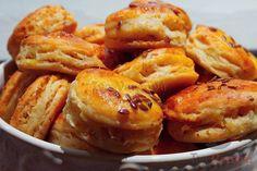 Herzhaft, lecker und arbeitsunaufwendig. Zwar arbeitsunaufwendig, aber schon etwas zeitaufwedig. Das Resultat lohnt sich aber! Czech Recipes, Ethnic Recipes, Bread Recipes, Cooking Recipes, What To Cook, Party Snacks, Baked Potato, A Table, The Best