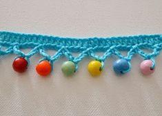 Crochet Edging Free crochet tutorial for beaded pompom trim Beau Crochet, Crochet Mignon, Stitch Crochet, Crochet Motifs, Crochet Amigurumi, Love Crochet, Knit Or Crochet, Beautiful Crochet, Crochet Doilies
