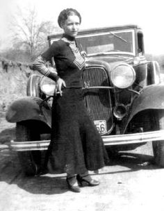 Bonnie Parker (of Bonnie & Clyde) died 81 years ago this weekend. Here are some other infamous female gangsters. 10 Female Gangsters You Should Know About Bonnie Parker, Bonnie Clyde, Bonnie And Clyde Photos, Bonnie And Clyde Musical, Bonnie And Clyde Death, Photos Du, Old Photos, Vintage Photos, Vintage Photographs