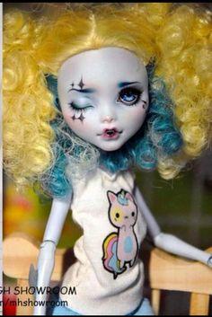 Monster high … Custom Monster High Dolls, Monster High Repaint, Custom Dolls, Ooak Dolls, Art Dolls, Living Dead Dolls, Unique Toys, Tatoo Art, Doll Painting