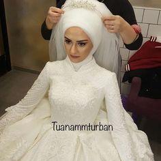 İşimi çok sevdigim dogrudur @melikenindiktikleri @ Muslim Wedding Dresses, Muslim Brides, Muslim Dress, Bridal Wedding Dresses, Muslimah Wedding, Wedding Hijab, Wedding Hats, Arabic Dress, Bride Veil