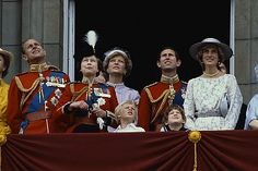 June Princess of Wales with the Queen Mother at Trooping the Colour ceremony, also Prince Charles and Princess Diana with the Royal family on the balcony of Buckingham Palace at Trooping of the Colour. Queen Elizabeth Laughing, Queen Elizabeth Ii, Princess Elizabeth, Prince Charles And Diana, Prince Phillip, Prince And Princess, Princess Of Wales, Royal Princess, Lady Diana