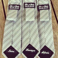 Já pensou em presentear todos seus padrinhos, os pais e o noivo com uma linda gravata com o nome de cada um e também com o ♥ nome e ♥ a data do seu casamento ♥. Achei muito lindo!!!!