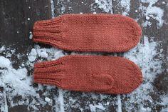 Votter for nybegynnere: Slik gjør du! - Lilly is Love Drops Design, Cotton Lights, Best Day Ever, Fingerless Gloves, Arm Warmers, Mittens, Knitting Patterns, Beanie, Blog