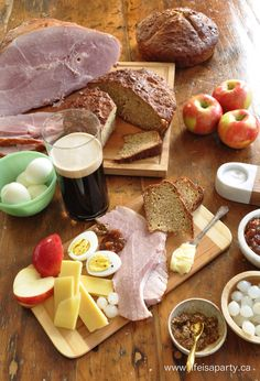 Irish Ploughman's Lunch: The perfect easy and delicious way to celebrate St. Patrick's Day, with a really simple Brown Irish Soda Bread recipe included. Ploughman's Lunch, Lunch Snacks, Lunches, Irish Brown Soda Bread Recipe, Meal Ideas, Food Ideas, Beer Maker, Bread Ingredients, English Food