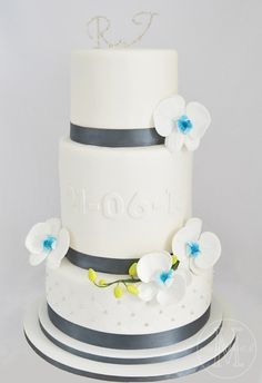 wedding cake with touches of him and her <3
