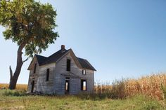 Old Abandoned Houses, Abandoned Places, Interior And Exterior, Fields, Farmhouse, Cabin, House Styles, Building, Home
