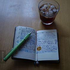 いれてもらったアイスコーヒーを飲みながら、 本日の書き物タイム。 #おっちゃん手帳#能率手帳#手帳#手帳時間#手帳タイム#文房具#万年筆#ラミー#ライカm8#ライカ#コーヒータイム#coffeeshots#coffeetime#planneraddict#planner#plannergirl#nolty#fountainpen#lamy#fpgeeks#stationery#leica#leicam8#voigtlander#nokton35mm