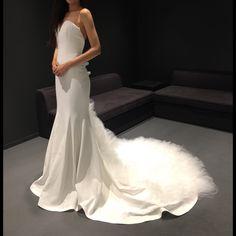 * 私のJocelynちゃんと初対面してきたぁぁぁぁ���� このドレスにして良かったと再確認�� でもまだ大きかったのでこのこから最後の微調整‼️ お譲りを視野に入れて大きい分は切らずに縫いこんでもらうことにしました�� 裾は切らずにそのままにしたよ♪  最終フィッティングまで暫しのお別れ〜�� #ウェディングドレス #ウェディング #weddingdress  #wedding #マーメイドドレス #ヴェラウォン #verawang #jocelyn #ジョスリン #verawangお譲り 予定  #ウェディングシューズ #weddingshoes #ヴェール #ドレス試着 #ドレス試着レポ #日本中のプレ花嫁さんと繋がりたい  @aya__yyy http://gelinshop.com/ipost/1523202399111973169/?code=BUjgIMAF4kx
