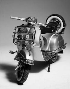 OK, it's not a car, but you've got to give it to this classic scooter! Vespa Sprint total gray!