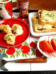 前日のボロネーゼのソースを上にかけて焼きました(^_^) - 5件のもぐもぐ - HBパンでミートソースチーズトースト サーモンマヨチーズ by coocoo8