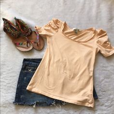 Forever 21 blush top Forever 21 blush top Great sleeve detail Size small Gently used Please ask for additional pictures, measurements, or ask questions before purchase No trades or other apps. Ships next business day Reasonable offers accepted  Five star rating Bundle for discount Forever 21 Tops Tees - Short Sleeve