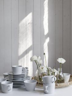 Сегодня мы хотим познакомить вас со шведским дизайнером, декоратором, частично фотографом и блогеромMari Strenghielm и её работами. Девушка занимается оформлением интерьеров для съёмок по заказу производителей строительных отделочных материалов, мебели, текстиля, а также журналов и даже небольших кафе. Среди её клиентов такие компании, как IKEA, Historiska hem, журналыLantliv, Sköna Hem, Alcro Trend, Plaza Interiör,OLIVE Magazineи...