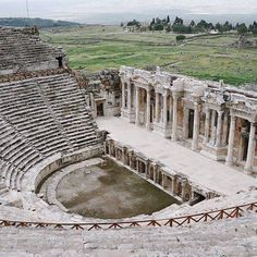 One of the most striking centers from the time of antiquity to the present is Hierapolis, just 2 km from Denizli and well worth the visit.