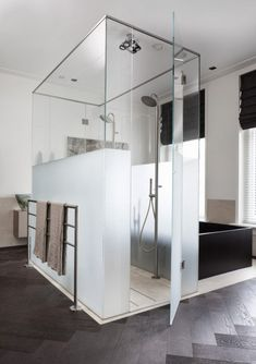 Tummia seinäpintoja - Dark Walls Maison Hand  Kuvat: Romain Ricard Moderni koti - ...
