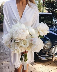 Aren't they divine? An all-white bouquet by @boutierre_girls for real bride Carla. #sydneyflorist #wedidngflowers #bouquet