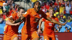 FESTEJO. El jugador de la seleccion de Holanda Leroy Fer festeja el gol frente a Chile. (REUTERS/Ivan Alvarado)