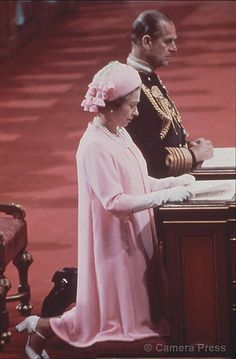 Queen Elizabeth II, and H. Prince Philip, Duke of Edinburgh, attend a service of Thanksgiving at St. Paul's Cathedral in London to mark Her Majesty's Silver Jubilee, God Save The Queen, Hm The Queen, Royal Queen, Her Majesty The Queen, Elizabeth Queen Of England, Elizabeth Philip, Queen Elizabeth Ii, English Royal Family, British Royal Families