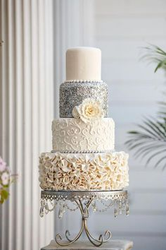 26 Best White Wedding Cake Design for Traditional Wedding Traditional Wedding Cakes - Hochzeit - Pasta White Wedding Cakes, Beautiful Wedding Cakes, Beautiful Cakes, Wedding White, Purple Wedding, Cake Wedding, Light Wedding, Vintage Wedding Cake Toppers, Glitter Wedding