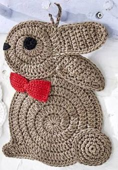 Presine Gallina e Coniglio all & uncinetto - Love You Pintereset Only this photo - Vain tämä kuva Awaken Yourself about the Easter Bunny Legend and the Easter Eggs Crochet a bunny for Easter bunny This Pin was discovered by Ley Easter Crochet, Crochet Bunny, Crochet Home, Crochet Animals, Crochet Crafts, Yarn Crafts, Crochet Projects, Crochet Christmas, Christmas Crafts