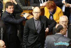 Черная вышиванка на Премьер-Министре Украине Арсении Яценюке
