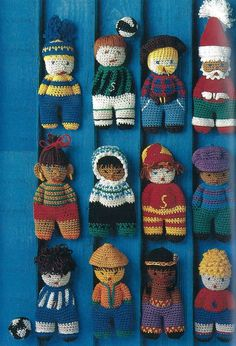 Få strikkeopskrifterne her. Knitted Teddy Bear, Crochet Teddy, Cute Crochet, Crochet For Kids, Addi Knitting Machine, Knitting Machine Patterns, Loom Knitting, Knitted Doll Patterns, Knitted Dolls