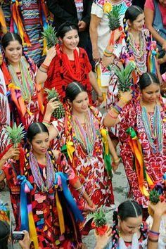 """Flor de piña"""" es un baile regional de la ciudad de Tuxtepec, #Oaxaca (#México) Maravillas de México!"""