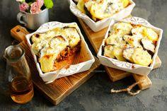 Moussaka, grecka zapiekanka z ziemniaków i bakłażanów Moussaka, Recipe Images, Coleslaw, French Toast, Bread, Cheese, Meals, Cooking, Breakfast