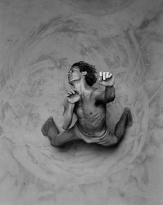 RIP Russell - The truly exceptional dancer in this photo is Russell Page from Bangarra dance theatre. Contemporary Dance, Modern Dance, Dance Photography, Portrait Photography, People Dancing, Dance Movement, Foto Art, Dance Pictures, Dance Art