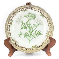 Royal-Copenhagen-Flora-Danica-Conium-maculatum-L-9-Plate-Hand-Painted