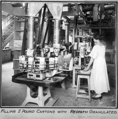 MONTREAL REFINERY PACKAGING 1919 Running the packing line for 2 pound cartons of granulated sugar in 1919. (Redpath Sugar Museum Collection)