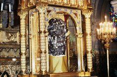 La Santa Túnica de Cristo expuesta en la basílica de San Denys de Argenteuil (Val-d'Oise), el 14 de abril de 1984.