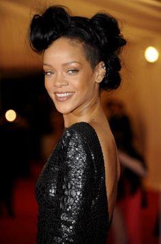 Snake skin dress on Rihanna!
