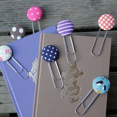 Save $4 by buying in bulk!Giant paperclip and button bookmark!This listing is for three random bookmarks, which may or may not include the designs pictured.The clip holds tight onto your page and looks great! Ideal for gifts (especially stocking fillers!) and even better as a treat for yourself!Around 10cm in length from top to bottom!
