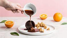 Čokoládova guľa s karamelovou omáčkou Lidl, Chocolate Fondue, Desserts, Food, Feather, Tailgate Desserts, Meal, Dessert, Eten