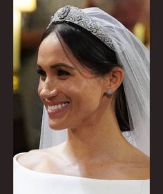 - Photo - Wedding makeup tips used at the royal weddings of Kate Middleton, Meghan Markle and Princess Eugenie Kate Middleton, Wedding Hair And Makeup, Hair Makeup, Freckles Makeup, Givenchy Wedding Dress, Prince Harry Et Meghan, Princess Meghan, Princess Beatrice, Princess Cut