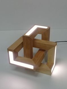 Geometric take lamp made of wood Wooden Lamp, Wooden Diy, Diy Wood, Wood Projects, Woodworking Projects, Woodworking Techniques, Woodworking Plans, Diy Furniture, Furniture Design