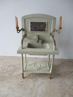 alter größerer GÜSO Blech Waschtisch mit Kerzenhalter für die Puppenstube