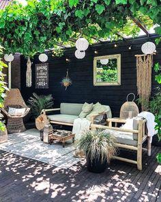 nl's patio is like a little slice of heaven! The pergola + vines, hang… - Livinghip.nl's patio is like a little slice of heaven! The pergola + vines, hang… Livinghip.nl's patio is like a little slice of heaven! The pergola + vines, hang… Pergola Carport, Backyard Pergola, Backyard Landscaping, Backyard Ideas, Outdoor Pergola, Pergola Lighting, Cheap Pergola, Pavers Patio, Carport Ideas