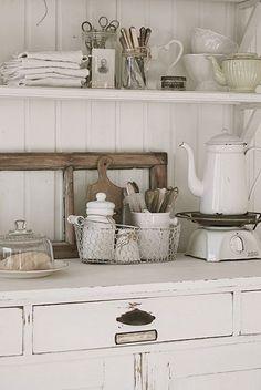 Shabby Chic white vintage kitchen by Gmomma by LJVanDeusen Blanc Shabby Chic, Vintage Shabby Chic, Shabby Chic Homes, Shabby Chic Style, Shabby Chic Decor, Vintage Decor, Vintage Country, Vintage Bakery, Shabby Home