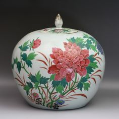 A Chinese Antique Polychrome Porcelain Jar