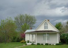 American Gothic house - Iowa Yes this is the actual house that American Gothic was painted at!