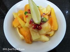 Salad Mangga-Apel dengan Saus Selai Kacang