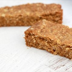 If you love ANZAC biscuits (umm who doesn't!?), you're going to love this ANZAC Slice. Recipe on the blog. #bakeplaysmile #anzac #slice #recipe #ontheblog #bakingblog #foodblogger #foodporn #thermomix #conventional